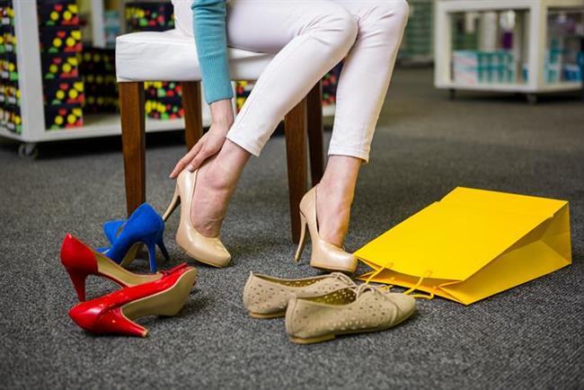 * Ayakkabının iki çiftini de deneyin; çünkü her iki ayağın orantıları aynı olmayabilir.