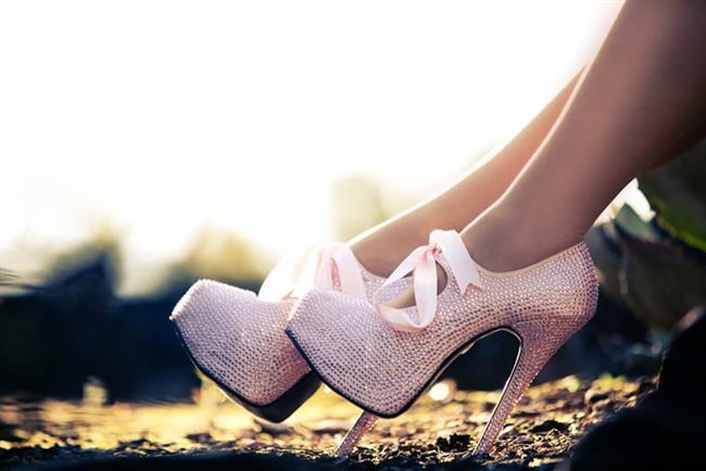 * Ayak tabanınızda ağrı olursa ayakkabının içine ortopedik tam bir tabanlık yerleştirin veya topuklu ayakkabılarla uzun süre ayakta duruyorsanız, ayakkabının ön tarafında silikon metatars yastıkçıkları koyun.