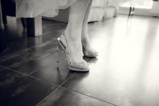 * Parmaklarda nasır oluşmasını önlemek için parmakları açıkta bırakan yüksek topuklu ayakkabıları tercih edin.