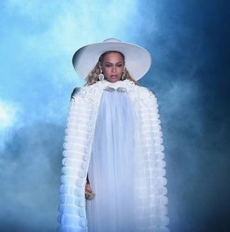 "13-EN İYİ KOREOGRAFİ   Beyoncé""Formation"" (Koreograf: Chris Grant, JaQuel Knight, Dana Foglia)"