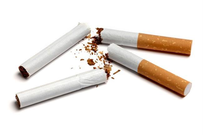 Sigara ve alkol tüketmek  Sigara hem cilde sıkılık ve yoğunluk veren  kollajen ile elastin liflerinin üretimini azaltıyor, hem de bu liflerin hasarlanmasına neden oluyor. Bunun sonucunda ciltte gevşeme ve sarkmalar oluşuyor. Alkol kullanımı da ciltteki su kaybını arttırarak cildin nem dengesini bozuyor.