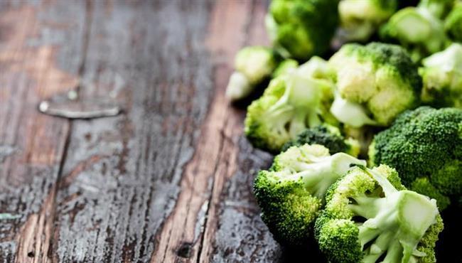 BROKOLİ:  Brokolinin içerdiği beta karoten, yemek borusu, mide, bağırsak kanserlerinin riskini azaltıcı etkiye sahiptir. Brokoli ayrıca, B1 ve C vitaminleri, kalsiyum, kükürt, potasyum ve selenyum maddeleri içerir.