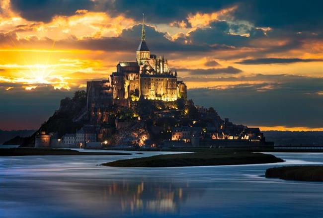 Fransa  Her bir köşesi ayrı etkileyici Fransa'nın sonbahar renklerine bürünüşüne şahit olmak bile yeterli bir ziyaret sebebi. Fransız Riviera'sında etkileyici bir geziye çıkabilir, tarihe de güzelliğe de doyabilirsiniz.