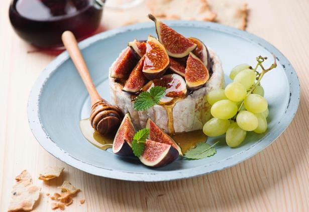 İkindi seçenekleri:  * 3 çekilmiş ceviz ilaveli meyve salatası * Meyveli yoğurt * 3 orta boy incir