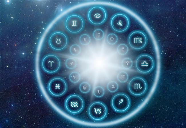 Bu nedenle, şimdiki gökyüzünün antik zamanlardakinden çok farklı olduğu; Güneş'in 12 burcu oluşturan takımyıldızların üzerinde bulunduğu zamanının da bu yüzden değiştiği ifade edildi.  NASA'nın web sitesinde, burçlar ilk kez Babiller tarafından kullanılmaya başlandığında 23 Temmuz-22 Ağustos arasında doğanların Aslan Burcu olduğu ancak bu tarih aralığının artık Yengeç Burcu'na ait olduğu öne sürüldü.  Bunun nedeni ise Dünya'nın yer ekseninin geçtiği Kuzey Kutbu'nun aynı doğrultuda olmaması ve sonuç olarak 3 bin yıl sonra gökyüzünün değişmiş olması olarak açıklanıyor.