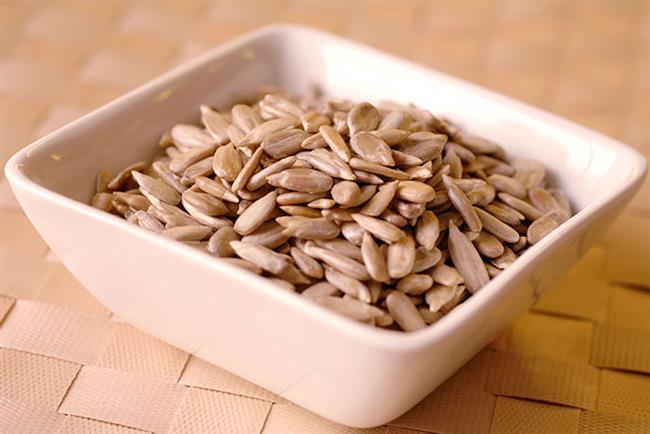 AY ÇEKİRDEĞİ: Çinko ve selenyumdan zengindir. Çinko vücutta C vitamininin emilmesini sağlar ve şifalı etkisini hızlandırır.