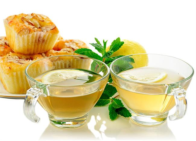 YEŞİL ÇAY: Her gün yeşil çay içilmeli. Günde iki fincan yeşil çay tüketiminden sonra kana geçen kanser savaşçısı maddeler, kılcal damarlarla vücudun her hücresine taşınarak tümörlü hücrelerin büyümesini engeller.