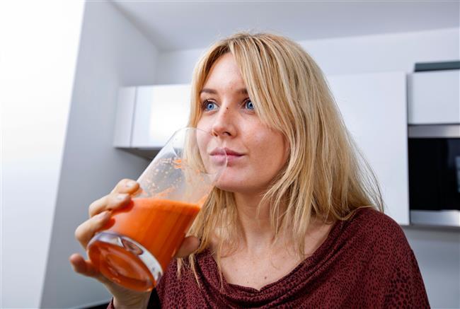 Yaşlanmaya bağlı oluşan ağrı ve sızıları havuç suyu içerek azaltabilirsiniz.