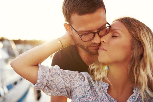 Oğlak- Başak  Mükemmel bir ikilisiniz. En önemlisi her zaman birbirinizin iyi yönlerini açığa çıkarıyorsunuz. Uzun süreli bir ilişki yaşayacağınız ve çok mutlu olacağınız kesin   Oğlak- Terazi  Onunla saatlerce konuşup, sabahlara kadar gezebilirsiniz. Bu çekici erkekle hayatınız gerçekten de çok eğlenceli olacak.   Oğlak- Akrep  O sizi aklından çıkaramıyor, siz de onun sesini duyduğunuz anda tepeden tırnağa ürperiyorsunuz.   Oğlak- Yay  Sosyal olduğu kadar utangaç olan Yay erkeğine mutlaka bir şans verin. Sizin en çılgın fantezilerinizi gerçekleştirmek istiyor olabilir.   Oğlak- Oğlak  Birbirinize çok benziyorsunuz, hatta birbirinizin aklını okuyorsunuz. Sosyal hayatta ve yatak odasında da uyumlu bir çiftsiniz.   Oğlak- Kova  Soğuk tavırları sizi etkiliyor, sürekli olarak peşinden koşmayı ve ilgisizliğini kaldırabilirseniz mutlu bir çift olmanız mümkün.   Oğlak- Balık  Onun kadar sevecen bir erkeğe siz de yumuşak yönünüzü gösterebilrsiniz. Zor durumlarda sert davranmanız sizden soğumasına neden olabilir.
