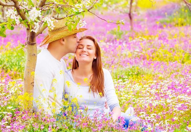Yengeç- Başak  Sert kabuğunuzun içindeki yumuşak kadını görebiliyor. Onun hayallerine ve isteklerine karşılık verdiğiniz anda, size sırılsıklam aşık olacak.   Yengeç- Terazi  Yumuşak kalpli Terazi erkeği yorgun olduğunuzda size masaj yaptığı gibi, keyfiniz olmadığında sizi tatile götürebilir. Uyumlu bir çiftsiniz.   Yengeç- Akrep  Özel hayata önem veren iki burç üyesi olarak, ilişkinizi adım adım geliştireceksiniz. İkinizin de doymak bilmeyen cinsten istekleri olması harika !   Yengeç- Yay  Flörtöz tavırlarınıza tam anlamıyla bayılıyor. Ama o da karşılığında size, bir macera uğruna her şeyden vazgeçmenin keyfini yaşatıyor.   Yengeç- Oğlak Onunla eğlenmeye hazır olun ! Birbirinizin iyi yönlerini ortaya çıkarıyorsunuz. Sevgi ilgi ve güven dolu bir ilişki bu. Seks hayatınız da son derece iyi.   Yengeç- Kova  Farklı espri anlayışı ile sizi çok güldürüyor ve o da yataktaki cesaretinize bayılıyor. Aynı anda parlamalarınıı kontrol altına alırsanız, güzel bir ilişki yaşayabilirsiniz.   Yengeç- Balık  Duygusal ve sıcak bir erkek. Yaratıcı fikirleri olan Balık erkeğiyle samimi yemeklere gidip, Pazar sabahını yatakta geçirebilirsiniz. İstediğiniz de bu değil mi?