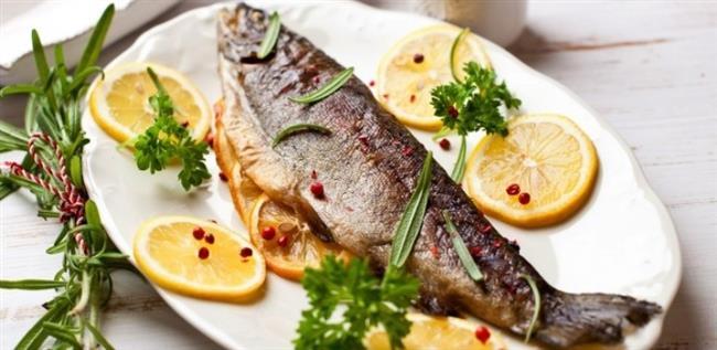 BU DİYETİN GÜNLÜK MENÜLERİ    1. GÜN    Sabah : 1 bardak çay, közlenmiş biber, 1 adet salatalık ve 1 dilim kızarmış ekmek.  Öğle : 1 porsiyon balık, 1 porsiyon yağsız salata.  Akşam : 1 porsiyon salata, fırında veya güveçte yağsız türlü sebze (mantar, patlıcan, kabak, taze fasulye, domates, biber ve soğan)