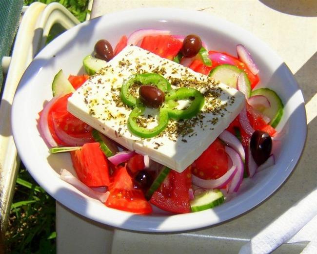 Akşam : 1 porsiyon salata, 1 dilim light ekmek.  Gece : 1 küçük tabak karpuz.