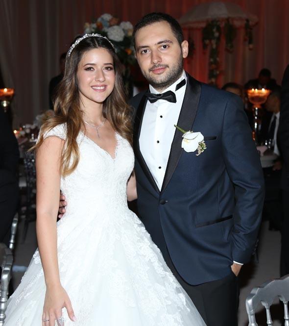 Banu Ilıcalı ile Efe Ceyhun'un nikah töreni ve ardından gerçekleşen düğün yemeğine sanat ve spor camiasından çok sayıda davetli katıldı.