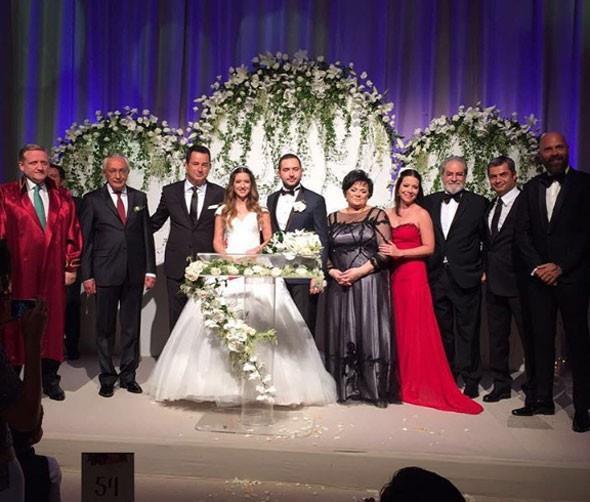 Banu Ilıcalı ile Efe Ceyhun'un nikahını ise İstanbul Büyükşehir Belediye Başkan Vekili Göksel Gümüşdağ kıydı.