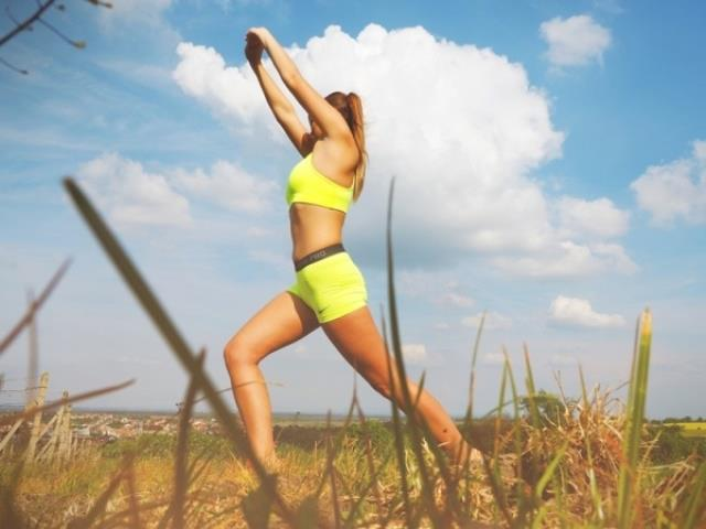 Hareket sizi kurtarır   Soğuk hava terlememek için özür değildir. Spor merkezinde, evde veya hatta tercihen dışarıda kalbiniz 140'ın üzerinde çarpsın! Sadece kiloyu korumak ve sağlıklı kalmak için değil, günlük hayatın stresinden uzaklaşmak için de spora vakit ayırın. İyi bir egzersizin etkisi saatlerce sürer. Gün içinde daha fazla enerjiniz olur, metabolizmanız hızlanır, iyi hissettiren hormonlar salgılanır. Düzenli egzersiz kış uykusuna çekilmeye meyilli bedene yaşadığını hissettirir.