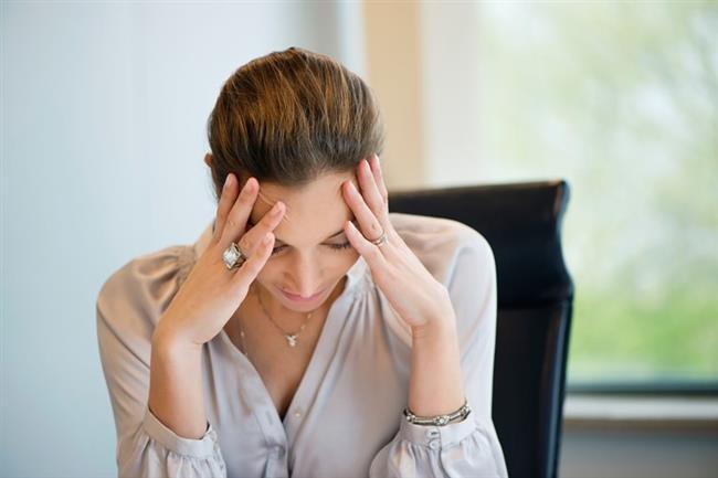 5.YANLIŞ: Bunamanın tek sebebi Alzheimer hastalığıdır.   DOĞRUSU: Alzheimer hastalığı bunamanın en sık görülen sebebidir. Ancak tedavisi çok daha kolay olan vitamin eksiklikleri, hormonal bozukluklar, hidrosefali vb. pek çok hastalık da benzer bulgulara sebep olabiliyor. Bu nedenle kesin tanı bunama belirtileri olan kişilerin nöroloji uzmanları tarafından ayrıntılı değerlendirilmesinden sonra konulmalı.