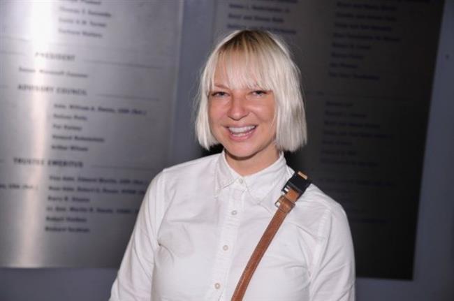 Sia  Sia 2014'ten beri vegan. Sebebi ise net: Hayvanları çok seviyor!
