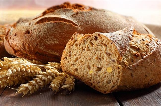 Tam buğday ekmeği  Tam buğday ekmeği ve yulaf ezmesi gibi tam tahıl ürünleri; bağışıklık sistemini koruyucu etkisi olan B6, pantotenik asit, folat, B12, riboflavinin gibi B grubu vitaminler içerir. B grubu vitaminler ayrıca sinir sistemi için de önem taşır. Bunların yanı sıra; yeterli posa alımı için tam buğday ürünlerini kullanmak gerekir. Örneğin; tam buğday unundan yapılmış ekmek veya yulaf ezmesi gibi. Günlük; en az 3 olmak üzere 6-8 dilim tam buğday ekmeği yemenizde fayda var. Yulaf ezmesini ise haftada 3-4 gün sabah ve ikindi öğünlerinde süte veya yoğurda karıştırarak tüketebilirsiniz.
