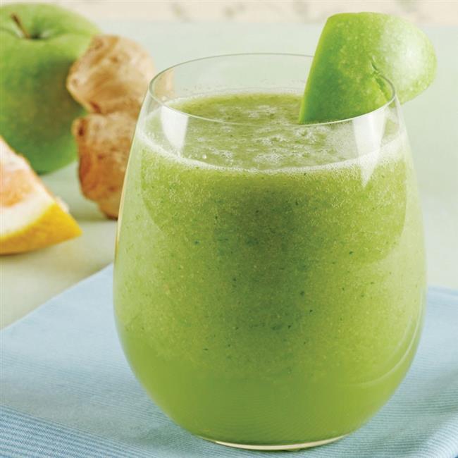 İşte 21 günde göbek eritmenin en kolay yolu, 21 günlük diyet listesi! Bu diyet listesiyle beraber hayatınıza hareket de eklediğinizde karın yağlarınızın eridiğine şahit olacaksınız!   1. Gün   Sabah kalkınca yarım tatlı kaşığı ballı ve 8-10 damla limonlu ılık su için. Yaklaşık yarım saat sonra kahvaltı yapabilirsiniz...   KAHVALTI (08:00-09:00):    3 kaşığı sade müsli + 2 yemek kaşığı yulaf ezmesi + 1 su bardağı az yağlı keçi sütü + 1 tatlı kaşığı kabaca öğütülmüş keten tohumu   ARA ÖĞÜN (10:30-11:00):    1 adet yeşil elma + 3 adet ceviz içi  ÖĞLE YEMEĞİ (12:30-13:00):    Izgara tavuk yada hindi ~150 gr (derisiz,beyaz et) yanında bol yeşil salata ve közlenmiş hafif acı sivribiber  ARA ÖĞÜN (15:00):    1 su bardağı az yağlı keçi sütü (toz tarçın eklenerek sıcak olarak içilebilir) + 4 adet esmer kuru kayısı  ARA ÖĞÜN (17:00):    6-8 adet çilek + 2 adet grissini + 1 fincan rezene çayı  AKŞAM (19:00):    1 kase dolusu sulu pişmiş semizotu yemeği (içine pişerken 1 kaşık bulgur ekleyin) yanında yeşil salata  ARA ÖĞÜN (21:00-21:30):    1 adet yeşil elma  Kaynak fotoğraflar: Google ücretsiz, Pinterest