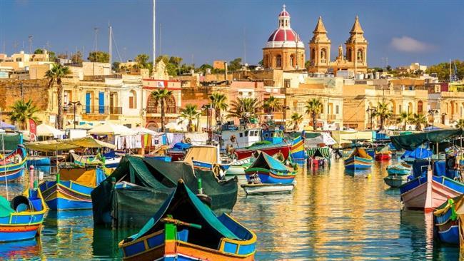 Akdeniz'in ucuz ülkesi: Malta  Mükemmel iklimi, harika plajları ve antik tapınakları ile Akdeniz'in en ucuz ülkelerinden birisidir. 5 adadan oluşan bu ülkenin keşfedilmesi gereken üç önemli, güzel adası vardır. Bunlar: eski kireç taşı binalarıyla dolu Valletta, sakin, huzur dolu plajları ve harika dalış noktalarıyla dolu Gozo, ucuz otelleri ve harika manzarasıyla Comino.