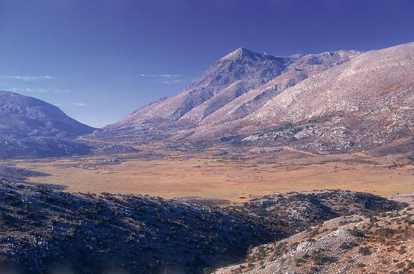 Kaz Dağları:   Tanrı dağı olarak bilinen dağın tertemiz havası ve doğanın sonuna kadar yaşandığı Kaz Dağları yürüyüş tutkunları için sonbaharda gidilecek en iyi rotalardan biri.