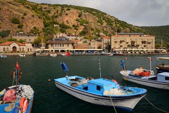 İstanbul'a yaklaşık 400 kilometre uzaklıkta bulunan Assos, sonbahar mevsiminde tatil yapmak için oldukça ideal.