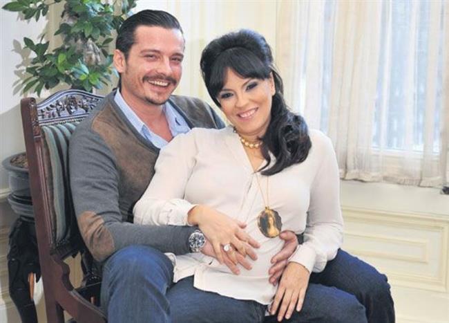 Yeşim Salkım ve Hakan Eratik  Yeşim Salkım'ın 1 Temmuz'da Hakan Eratik'e açtığı boşanma davası sonuçlandı. Çiftin 8 yıllık evliliği 14 Temmuz günü anlaşmalı olarak tek celsede sona erdi
