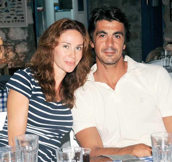 BONUS!   Demet Şener ile İbrahim Kutluay, birlikteliklerinde 15 yılı geride bıraktıkları bu günlerde boşanma kararı aldı. Hayırlara vesile...