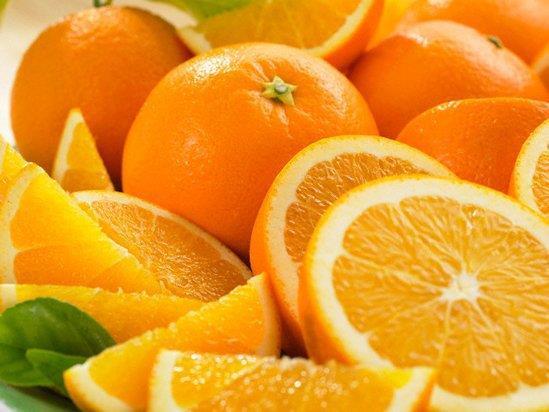 Portakal  İçerdiği folik asit nedeniyle özellikle gebelikte tüketilmesi gereken portakal bebeklerin sağlıklı dünyaya gelmesinde büyük önem taşır. C vitamini içeriğinin yüksekliği grip ve nezleden korur ve tedavi edici ölçüde yardımcı olur. Safra salgı ve tansiyon dengelenmesinde rol oynayan meyve özellikle grip gibi hastalıklarda kırgınlık giderici ve öksürüğü azaltıcı etkiye sahiptir.