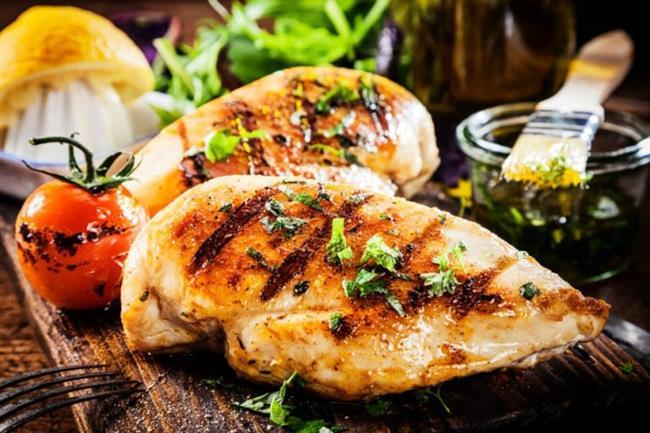 Akşam (Saat 18.00-20.00 arası)  300 gr. haşlanmış yeşil sebze 5 adet (150 gr.) yağsız etten hazırlanmış ızgara köfte veya tavuk ya da balık Gece (Saat 23:00)  1 adet elma Yatarken 1 bardak oda sıcaklığında su.