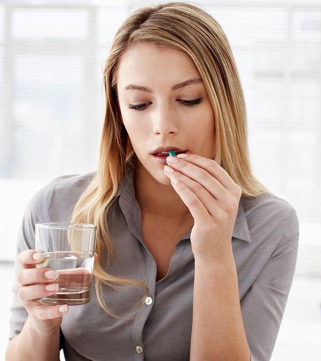 Narkotik ağrı kesiciler göz bebeğini etkileyebilir  Mevcut ağrıları dindirmede hiçbir seçenek kalmama durumunda kullanılan Opioidler (uyuşturucu ilaçlar), bağışıklık yapma özelliği taşısa da ağrıların dindirilmesi konusunda bir hayli etkilidir. Bağımlılık gibi çok belirgin oranlarda yan etkilere neden olan ağrı kesici ilaçlar (morfin), göz bebeğinin küçülmesine de neden olabilir.  Göz Hastalıkları ve Sağlığı Uzmanı Op. Dr. Şehvar Nefesoğlu