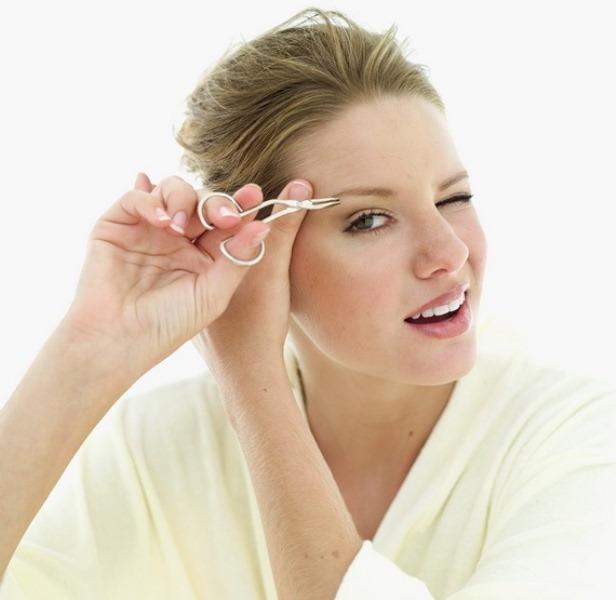 Kaşları makasla kesmek  Kaşlarda bazen düzensiz uzamalar olabilir. Bu gibi durumlarda kadınlar genellikle kaşlarını aynı boya getirmek için makasla keser. Oysa makasla kesmek bu tüylerin daha hızlı bir şekilde uzamasına neden olur.
