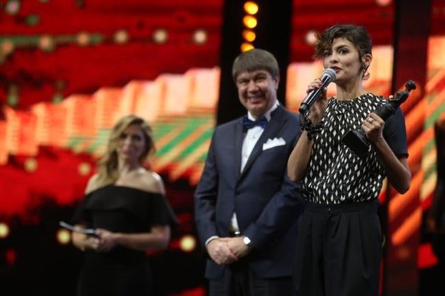 Gecede onur ödülü alan bir diğer isim de ünlü Fransız oyuncu Audrey Tautou oldu. Fransız yıldıza ödülünü Gıda, Tarım ve Hayvancılık Bakanı Faruk Çelik ile Büyükşehir Belediye Başkanı Menderes Türel verdi.