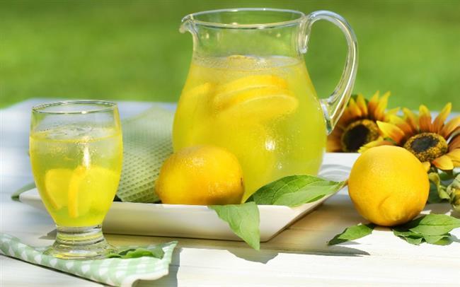 SABAH KALKINCA   1 büyük su bardağı su içine 1 dilim limon, 1 dilim elma, 1 parça kabuk tarçın, 1 çay kaşığı elma sirkesi
