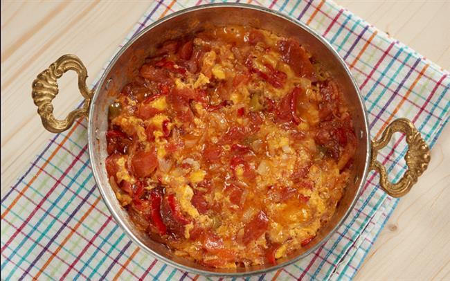 """Hafta Sonu:   Menemen ( 1 yumurta + 1-2 domates + 3-4 biber ) 1 dilim çok tahıllı ekmek  <a href=  http://foto.mahmure.com/diyet-fitness/21-gunde-gobek-eriten-diyet_41099 style=""""color:red; font:bold 11pt arial; text-decoration:none;""""  target=""""_blank""""> 21 Günde Göbek Eriten Diyet! !"""