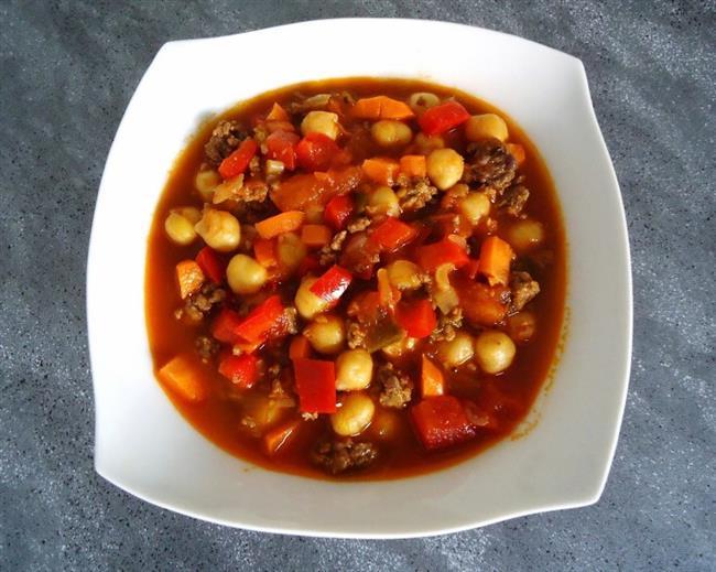 ÖĞLEN :   Doyana kadar nohutlu veya mercimekli sebze yemeği  1 kg sebze (ıspanak, semizotu, patlıcan, pırasa sebze seçeneklerinden birini tercih edebilirsiniz) 1 su bardağı haşlanmış nohut veya mercimek 1 orta boy domates 1 küçük kuru soğan 1 yemek kaşığı sıvı yağ, tuz, baharatlar ile yapabilirsiniz. 3 yemek kasığı yağsız yoğurt