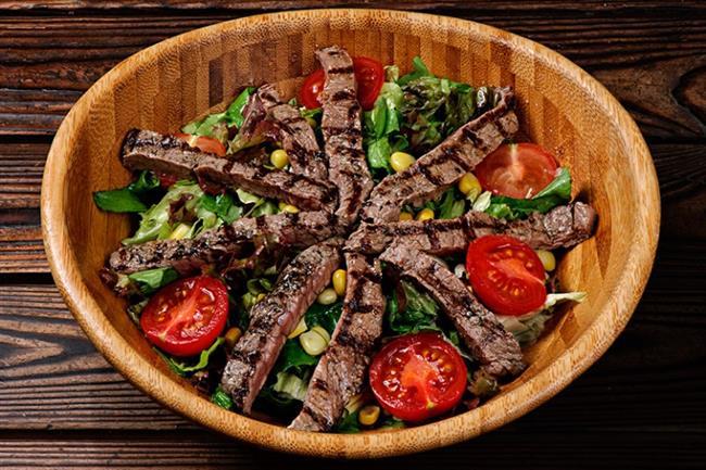 AKŞAM:   2 gün - 200 gr ızgara biftek + salata 1 gün - Doyana kadar sebze çorbası (kremasız) + salata 2 gün - Doyana kadar kıymalı (100gr), veya nohutlu sebze + 3 yemek kaşığı yoğurt 2 gün - 150 gr ızgara balık veya tavuk + roka salatası