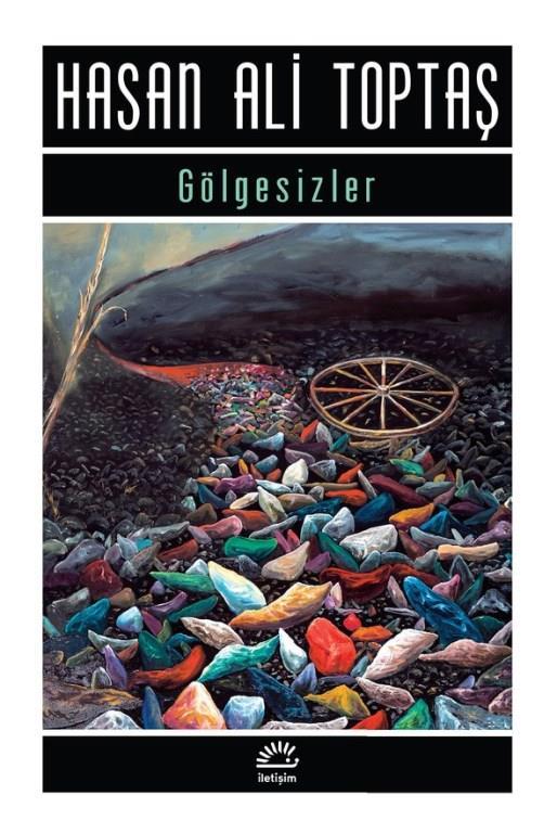 21)Gölgesizler/ Hasan Ali Toptaş (1995)    Gölgesizler, Hasan Ali Toptaş'ın 1993 yılında yayımlanan ve kendisine Yunus Nadi Roman Ödülü'nü kazandıran romanı. Eser, düşle gerçeğin birbirine geçtiği postmodern bir yapıya sahiptir. Varlık-yokluk sorunları, zaman-mekân ilişkisi konu edilmektedir. Romanda olaylar biri köyde, diğeri kentte olmak üzere iki farklı mekânda, iki farklı zamanda gelişir. [1] Köydeki olaylar, şehirde yaşananların yıllar öncesidir. Roman kişileri hem şehirde, hem de köydeki geçmiş zamanda yaşarlar.   Ana karakterlerden Cıngıllı Nuri'nin ruhunun daraldığını söyleyerek şehirdeki berber dükkanından çekip gitmesiyle başlayan olaylar, başka ortadan kaybolmalarla devam eder ve bir gazetede, bir genç kızın ayı tarafından kaçırılma haberinin çıkmasıyla son bulur. Nerdeyse şiire varan melodik bir üslup kullanılmıştır.Roman Ümit Ünal tarafından filme çekildi ve film Türkiye'de 2009'da gösterime girdi. Kırklareli'nde çekilen filmde başrolleri Arsen Gürzap, Selçuk Yöntem ve Hakan Karahan gibi isimler paylaştı.