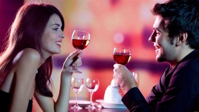 Oğlak  Çok akıllıdır ve eğlenmeyi çok sever. Ancak içki içip, arkadaşlarının yanında saçma sapan espriler yapmaya başladığınız anda onun için tarih olursunuz.