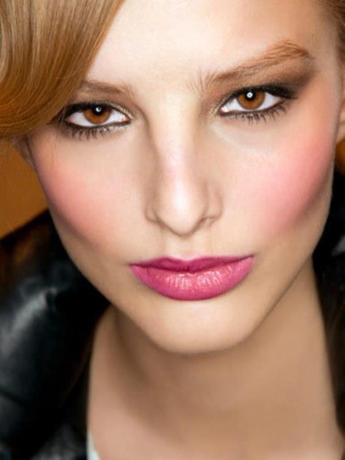 Draping makyajı tercih edenler gözlerinde siyah veya kahverengi tonlarındaki makyaj uygulamaları yapabilirler.