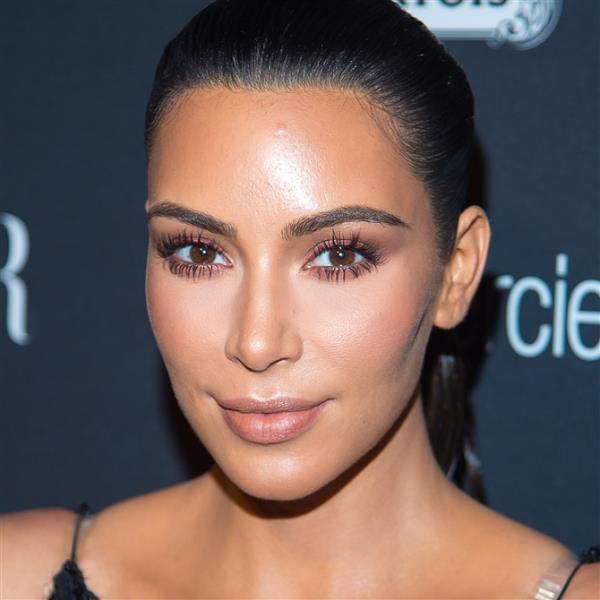 Son zamanlarda  zamanlarda Gigi Hadid, Kylie Jenner ve Kim Kardashian gibi ikonların da favorisi olan bu allık modası, sonbahar/kış sezonunda sıcak tonlarla içiminizi ısıtacak.