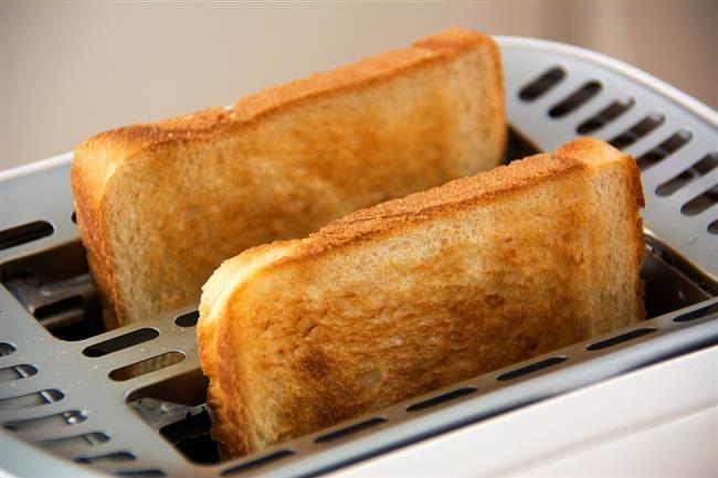 Kızarmış ekmek   Midenin salgıladığı aşırı asidi kurutarak yanma hissini gideriyor.