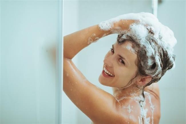 Aynı zamanda saçlarını iyi durulamaya da dikkat etmelisiniz. İyi durulanmayan saç da çabuk yağlanır. Haftada 1-2 kez kepeğe karşı şampuan kullanın.