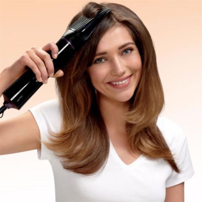 """Saçlarınızı çok sık düzleştirmeyin  Düz saçlar kafaya yapışık durduğu için çabuk yağlanır. Isı da yağ üretimini artırır. Bu yüzden her banyodan sonra saçınızı düzleştirme alışkanlığından vazgeçin. Fön makinesini de uzun süre kullanmayın.  <a href= http://mahmure.hurriyet.com.tr/foto/guzellik/sekil-almayan-saclara-cozum-onerileri_41119 style=""""color:red; font:bold 11pt arial; text-decoration:none;""""  target=""""_blank""""> Şekil Almayan Saçlara Çözüm Önerileri için tıklayınız!"""