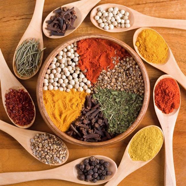 Acı baharatlar: Baharatlı yiyecekler, baş ağrısından daha hızlı kurtulmanızı sağlıyor. Ağrınız özellikle sinüs tıkanıklığına dayanıyorsa baharatlı yiyecekler tıkanıklığı açmaya yardımcı oluyor, unutmayın hava yolları açılınca baş ağrısına neden olan basınç da ortadan kalkıyor.