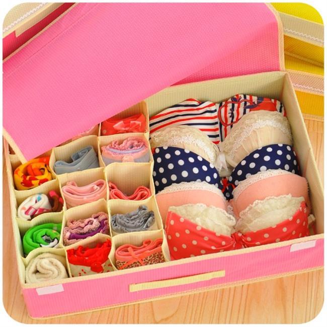 9. Yedek İç Çamaşırları  İster bir günlük ister iki günlük olsun, bir kadının valizinde yedek iç çamaşırları her daim bulunur!