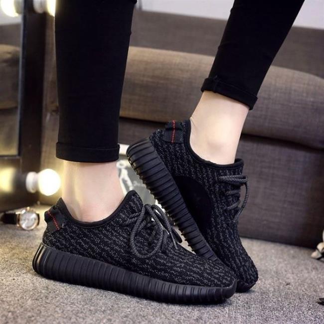 6. Spor Ayakkabı  Açıkçası konu ayakkabı olunca bu maddeyi hiçbir kadının unutucağını düşünmüyoruz :) Kombininizde seçtiğiniz ayakkabılar dışında bir tane de spor tarzda bir ayakkabı almanın her ihtimale karşı iyi bir önlem olabileceğini düşünüyoruz.