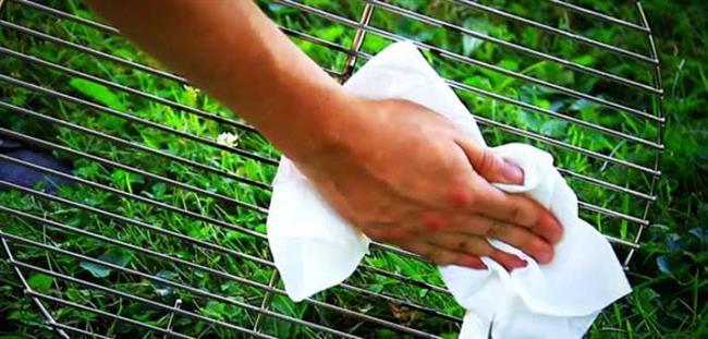 Yağ tutmuş mangalı temizlemenize yardımcı olur.