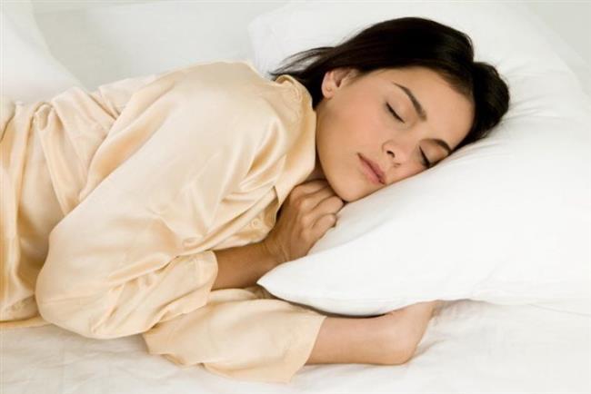 Bademcik iltihabı tedavisi   Bademcik tedavisi, vücudun kendi savunma mekanizmasını güçlendirmekle başlar. Bunun için yatak istirahati, yeterli sıvı alımı ve beslenme ön şarttır. Ateş olduğunda ılık suyla duş almak, vücuda alkol ve soğuk su ile ıslatılmış pamuk ve kompreslerin uygulanması işe yarar. Bunlar yeterli olmazsa, ateş düşürücü ilaçlar kullanılabilir. Bakteriyel enfeksiyonlarda antibiyotik tedavileri gerekebilir. Tablonun ağır olduğu bademciklerin aşırı iltihapla şişmesi, hava yolunu kapatması sonucu ağızdan beslenme güç olabilir. Bu gibi durumlarda hastaneye yatılması, serum ve antibiyotik tedavisi yapılması gerekebilir.