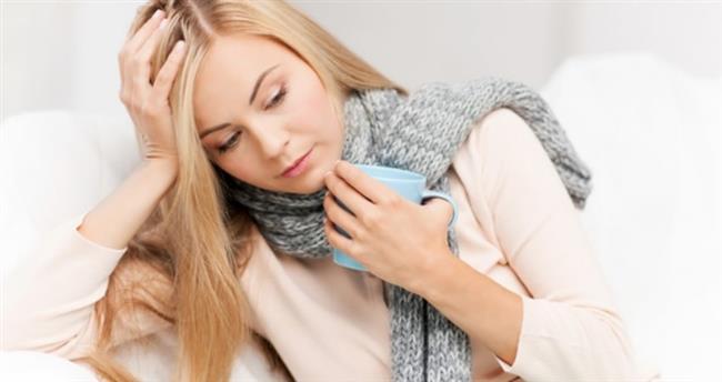 Bademcik iltihabı ve farenjit, kış aylarında diğer aylara göre daha sık karşılaşılan hastalıklar olarak öne çıkıyor. Bulaşıcı olabilen ve kalabalık ortamlarda fazla zaman geçirenlerin risk grubunda olduğu bu hastalıklar, vücudun bağışıklık sisteminde güçsüzlüğe neden olarak kişinin sağlığını tehdit ediyor. Doğru teşhis ve tedaviyle bu hastalıkların kolayca etkisiz hale getirilebileceğini ifade eden Emsey Hospital'dan Kulak Burun ve Boğaz Hastalıkları Uzmanı Prof. Dr. Suat Turgut, konuyla ilgili görüşlerini paylaşıyor.